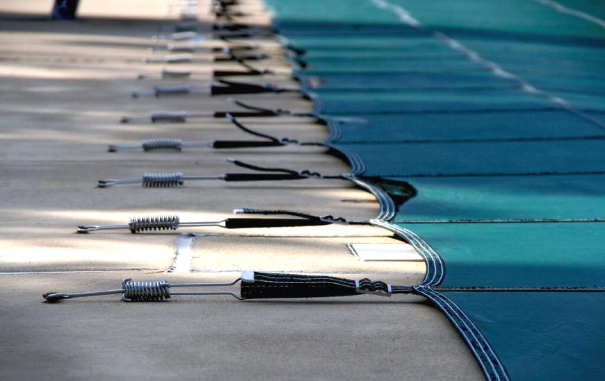 medence fólia takaró téliesítés